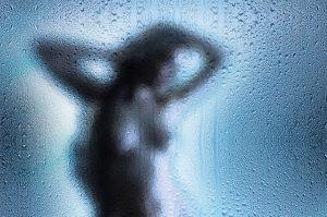 douchen - vrouw - naakt